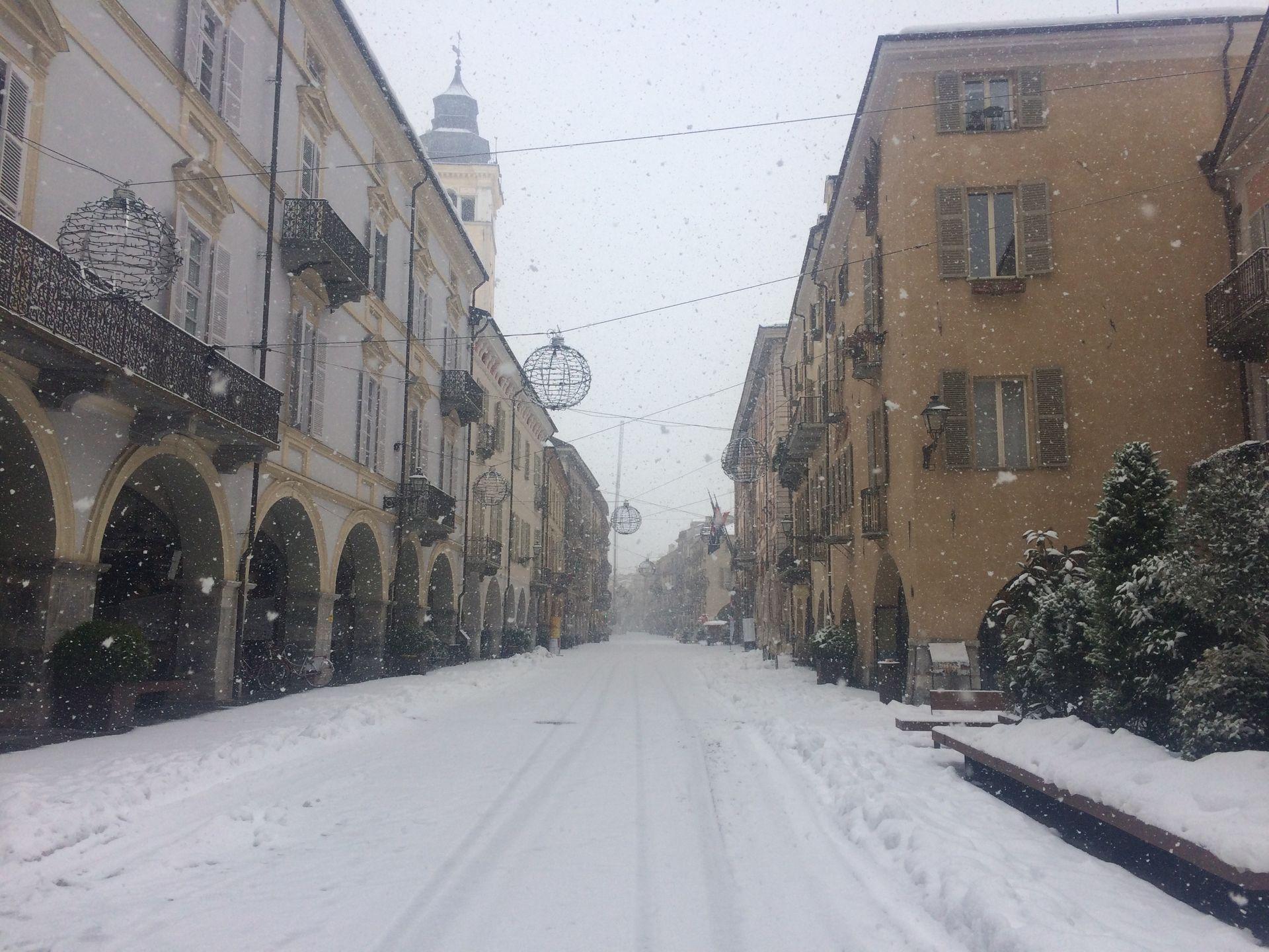 La Guida - Neve e ghiaccio, disagi alla viabilità e scuole chiuse nel monregalese