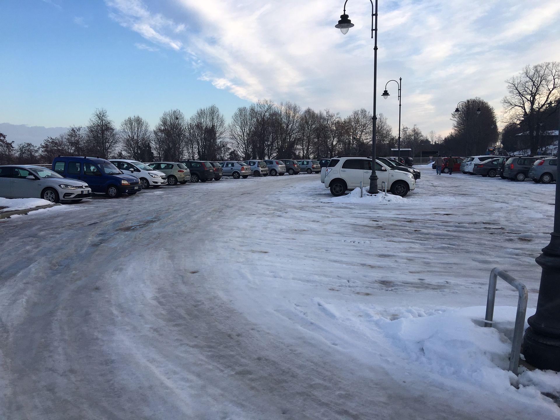 La Guida - Neve e ghiaccio e lavori complicano circolazione e parcheggi in città