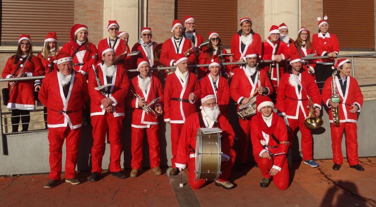 La Guida - Babbi Natale musicisti a Saluzzo