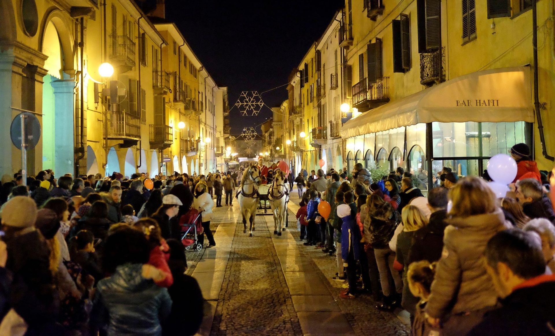 La Guida - Fossano invita al mercatino natalizio, venerdì 8