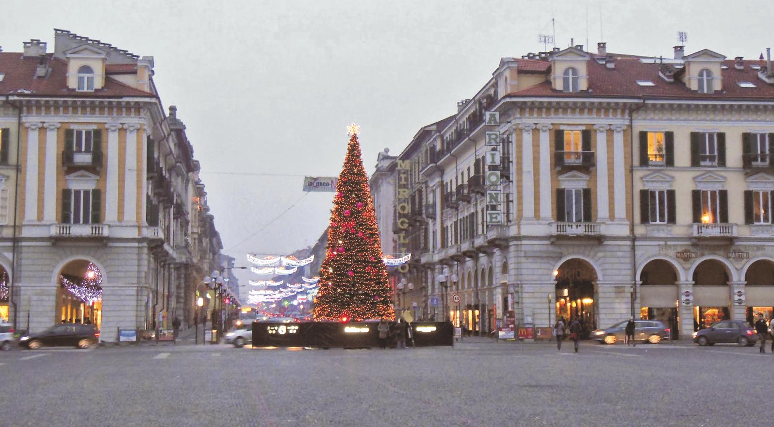 La Guida - Negozi aperti e mercati straordinari per lo shopping natalizio