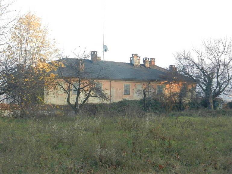La Guida - Sette case al posto di Villa Sarah