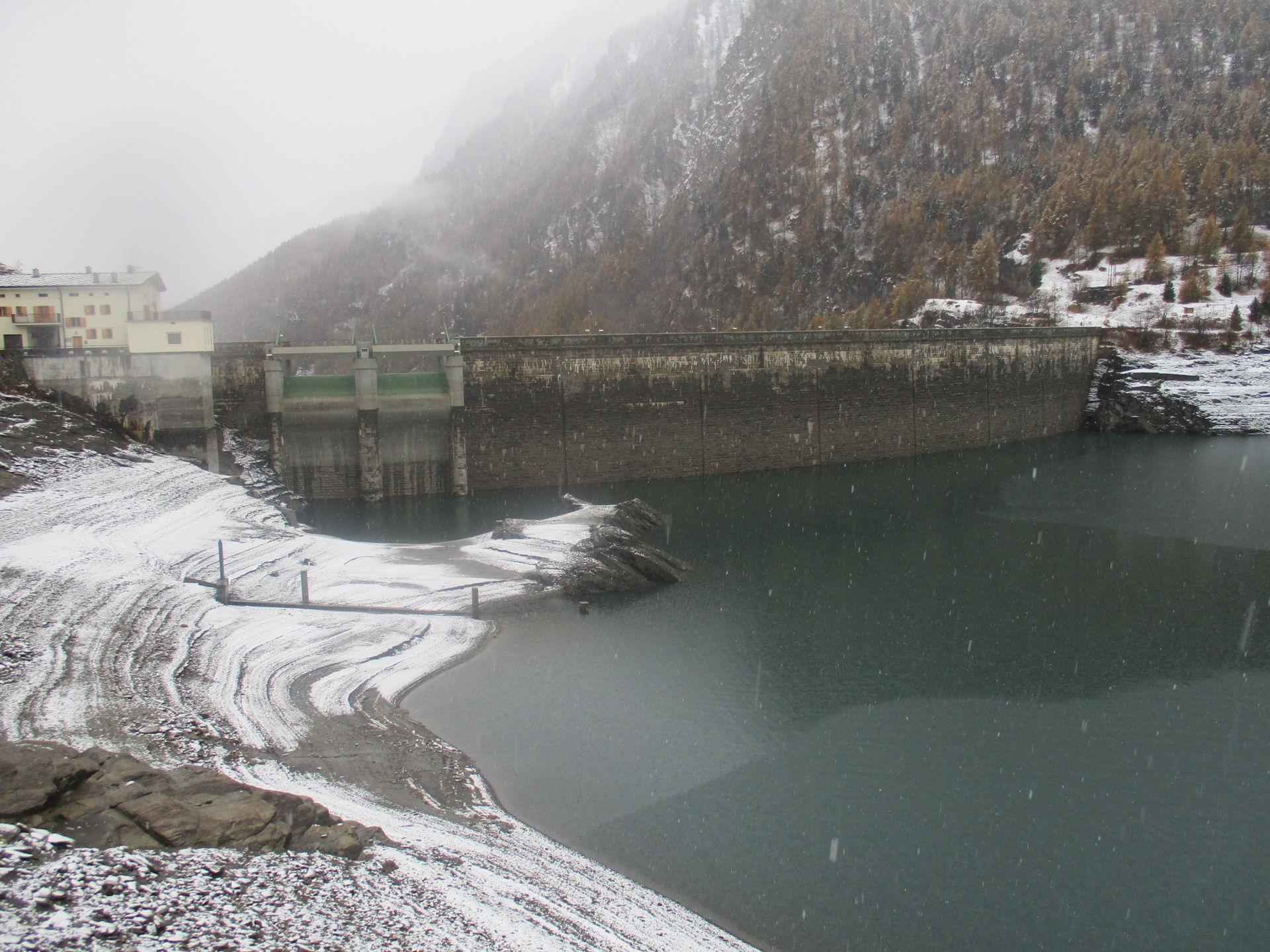 La Guida - Dopo gli incendi, in alta valle Varaita è arrivata la prima neve
