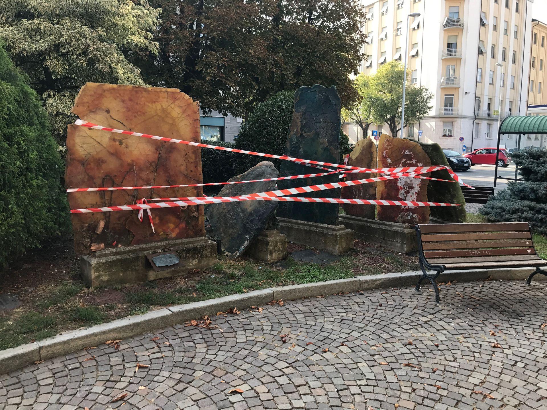 La Guida - Il monumento rotto in corso Dante