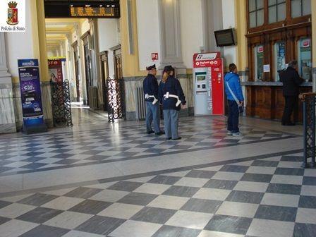 La Guida - I controlli estivi della Polizia sui treni, anche in Granda