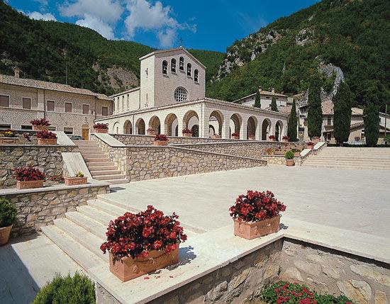 La Guida - Delegazione monregalese a Cascia: gemellaggio in nome della solidarietà