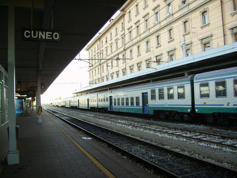 La Guida - Il treno Cuneo-Torino, per ora, carico di promesse