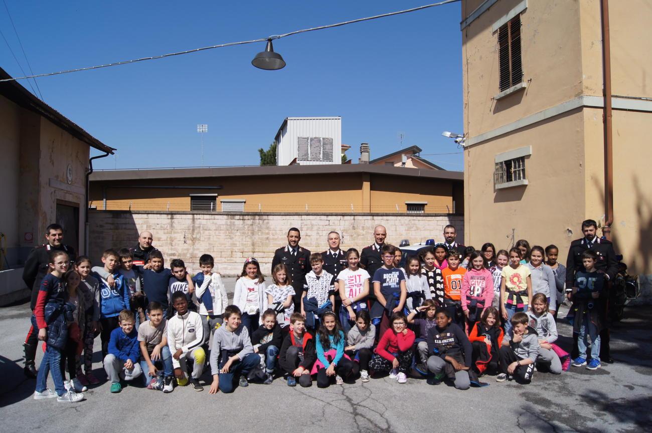 La Guida - Borgo, scolaresca in visita alla stazione Carabinieri