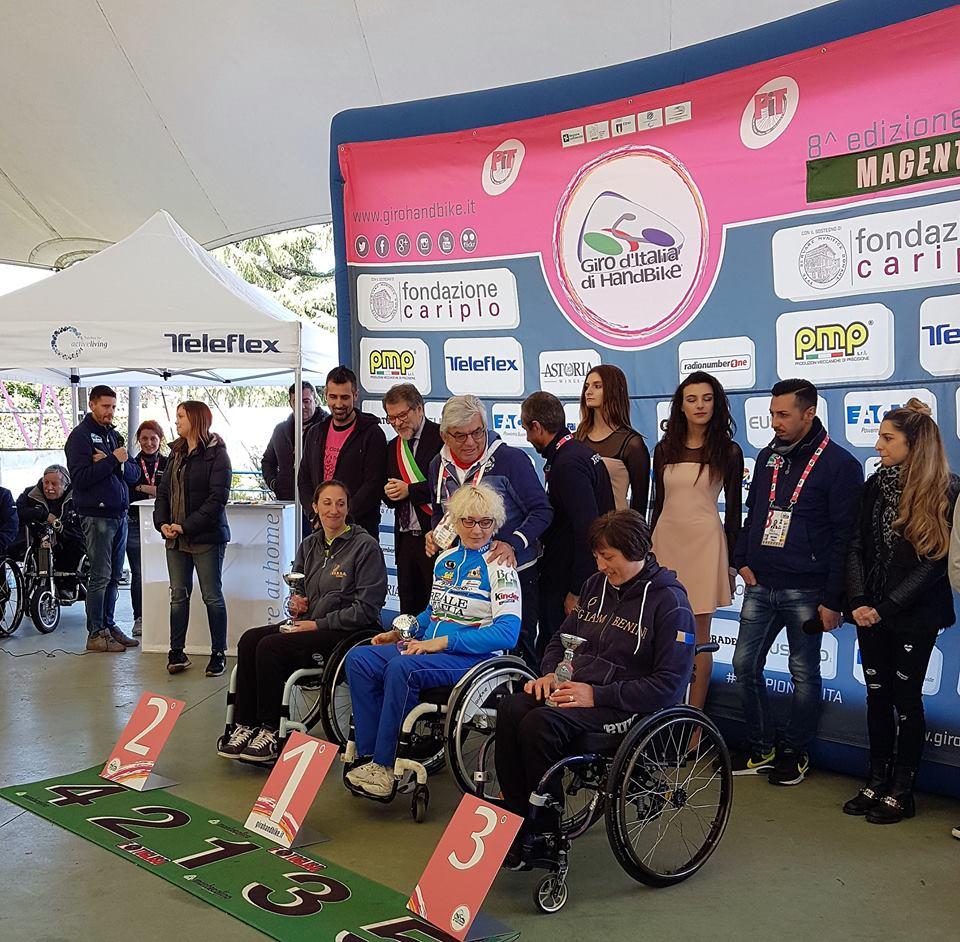 La Guida - Handbike, Diego Colombari maglia rosa, Valentina Rivoira sul podio