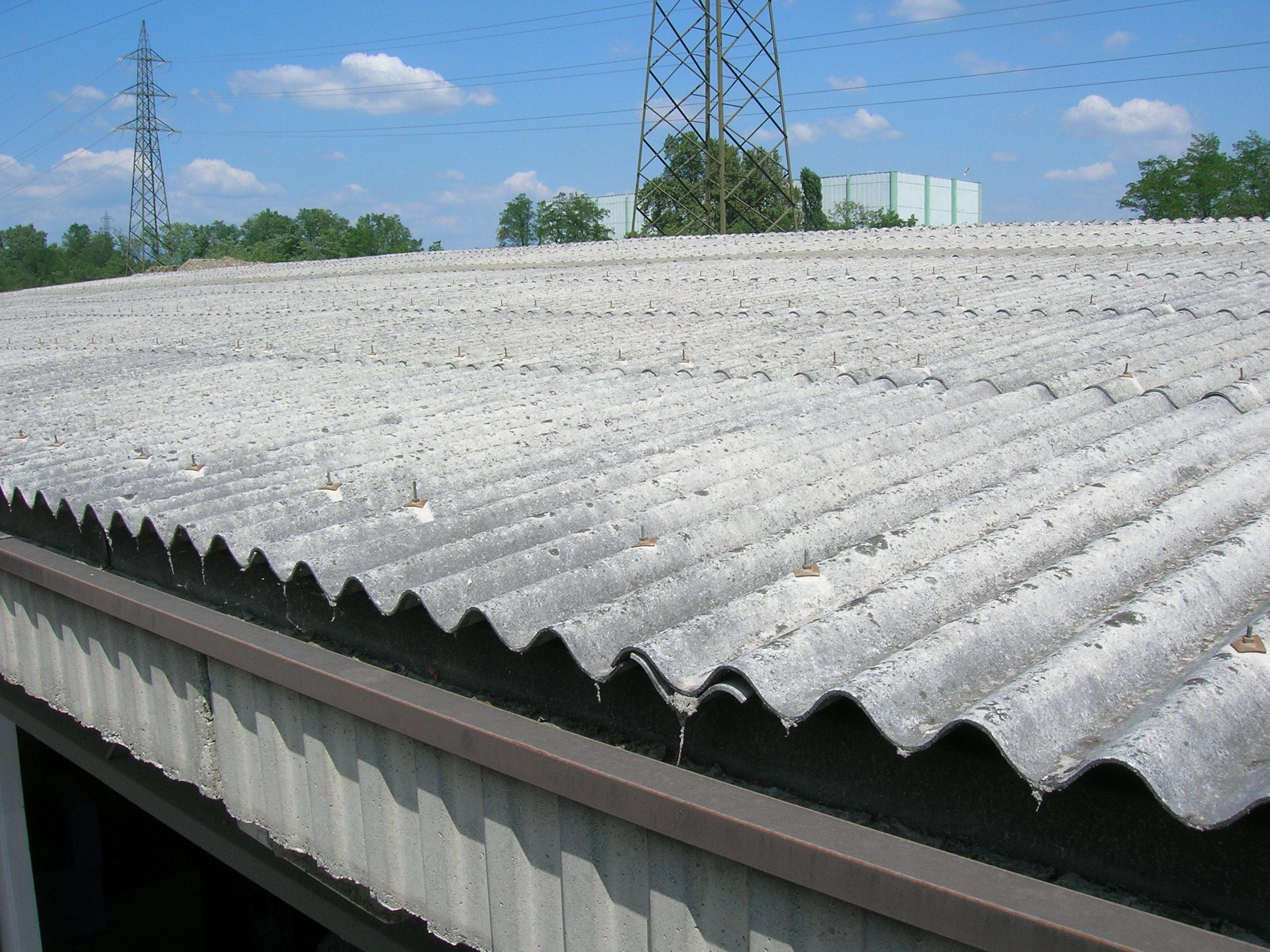 La Guida - 1.400.000 mq di amianto sui tetti