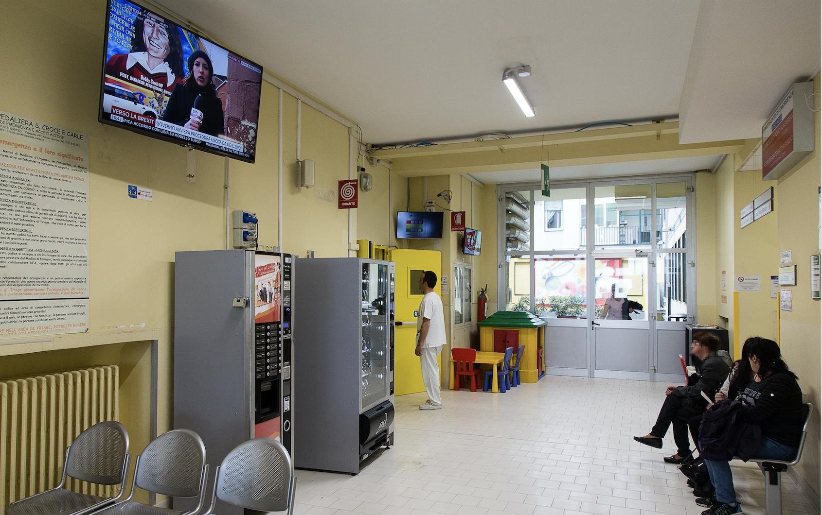 La Guida - Due televisori nella sala d'attesa del Pronto soccorso