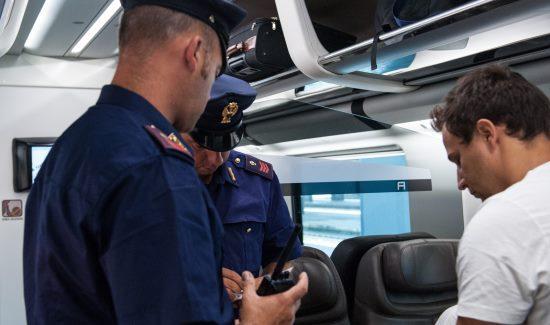 La Guida - Sorpreso ad assumere stupefacenti a bordo treno
