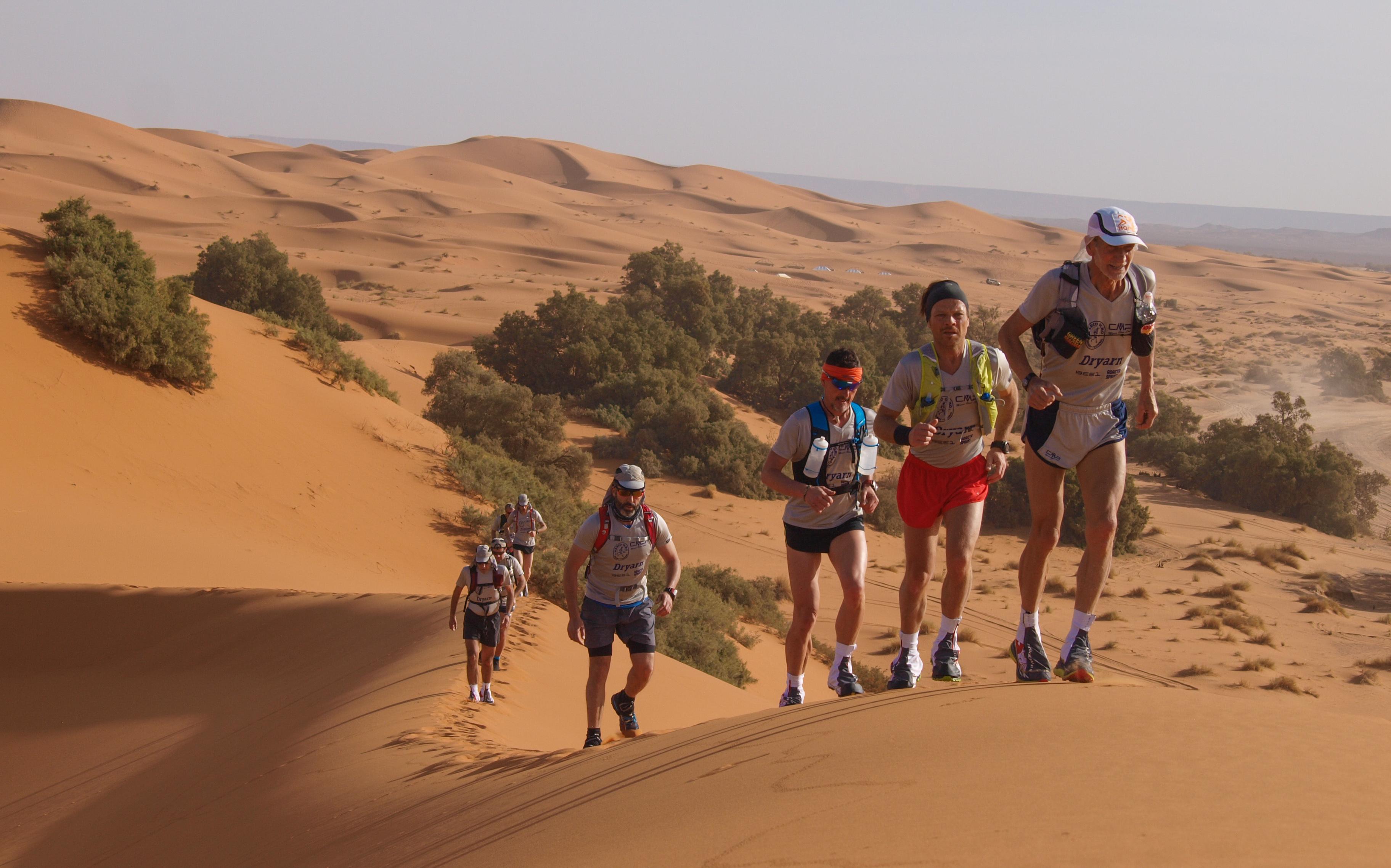 """La Guida - A """"lezione"""" di corsa nel deserto con Marco Olmo"""