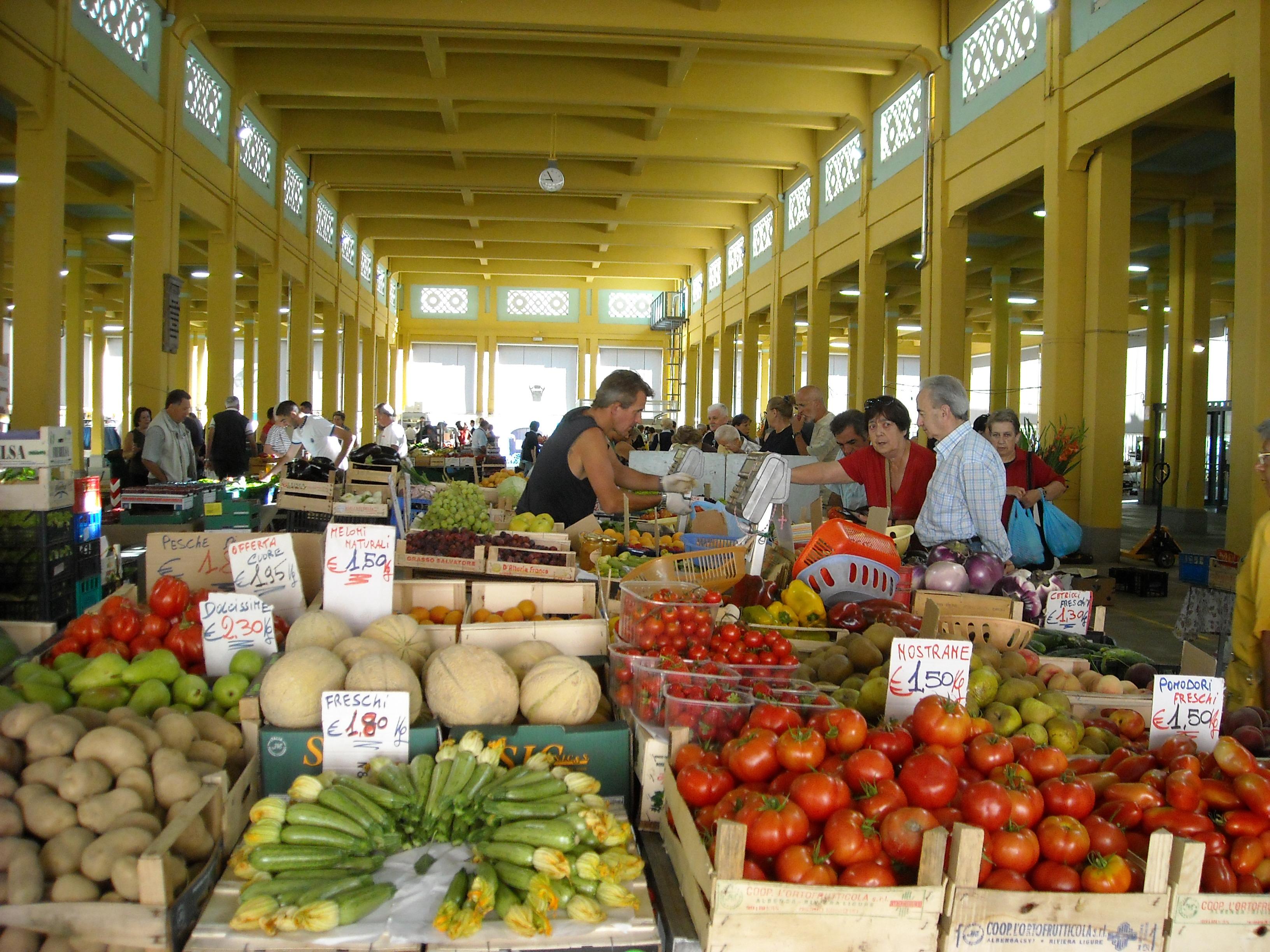 """La Guida - Il mercato di Piazza Seminario sabato 11 marzo a """"Striscia la notizia"""""""