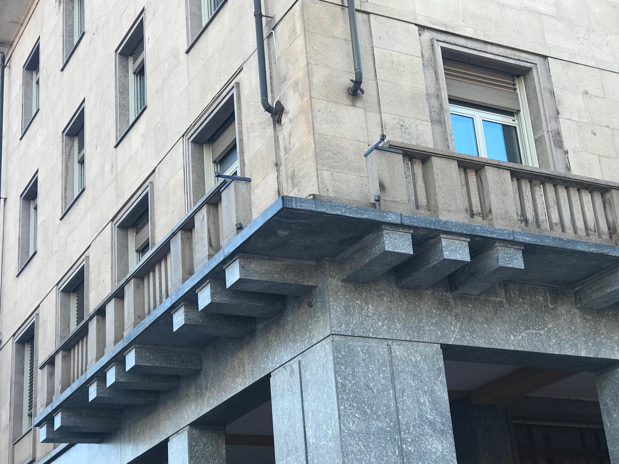 La Guida - Il balcone della Provincia crolla sotto il vento