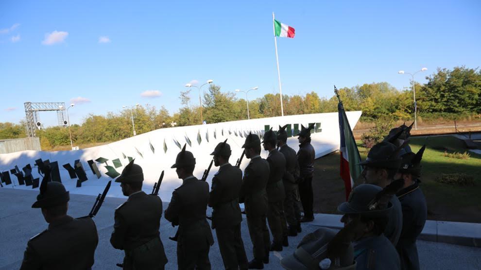 La Guida - Centinaia di Alpini all'inaugurazione del monumento alla Divisione Cuneense