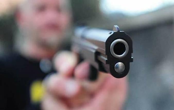 La Guida - Minaccia il vicino di casa con una pistola