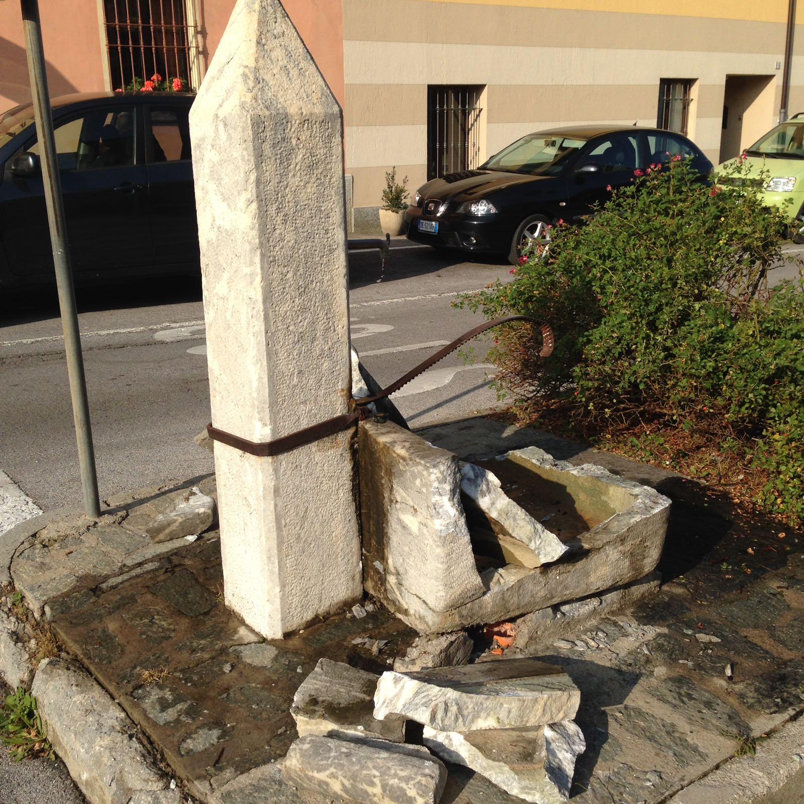 La Guida - La fontana di Boves abbattuta da un'auto