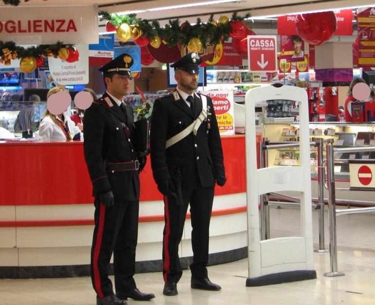 La Guida - Carabiniere ferma ladro in azione nel supermercato