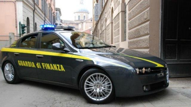 La Guida - 240.000 euro di sanzioni per il titolare di un money transfer