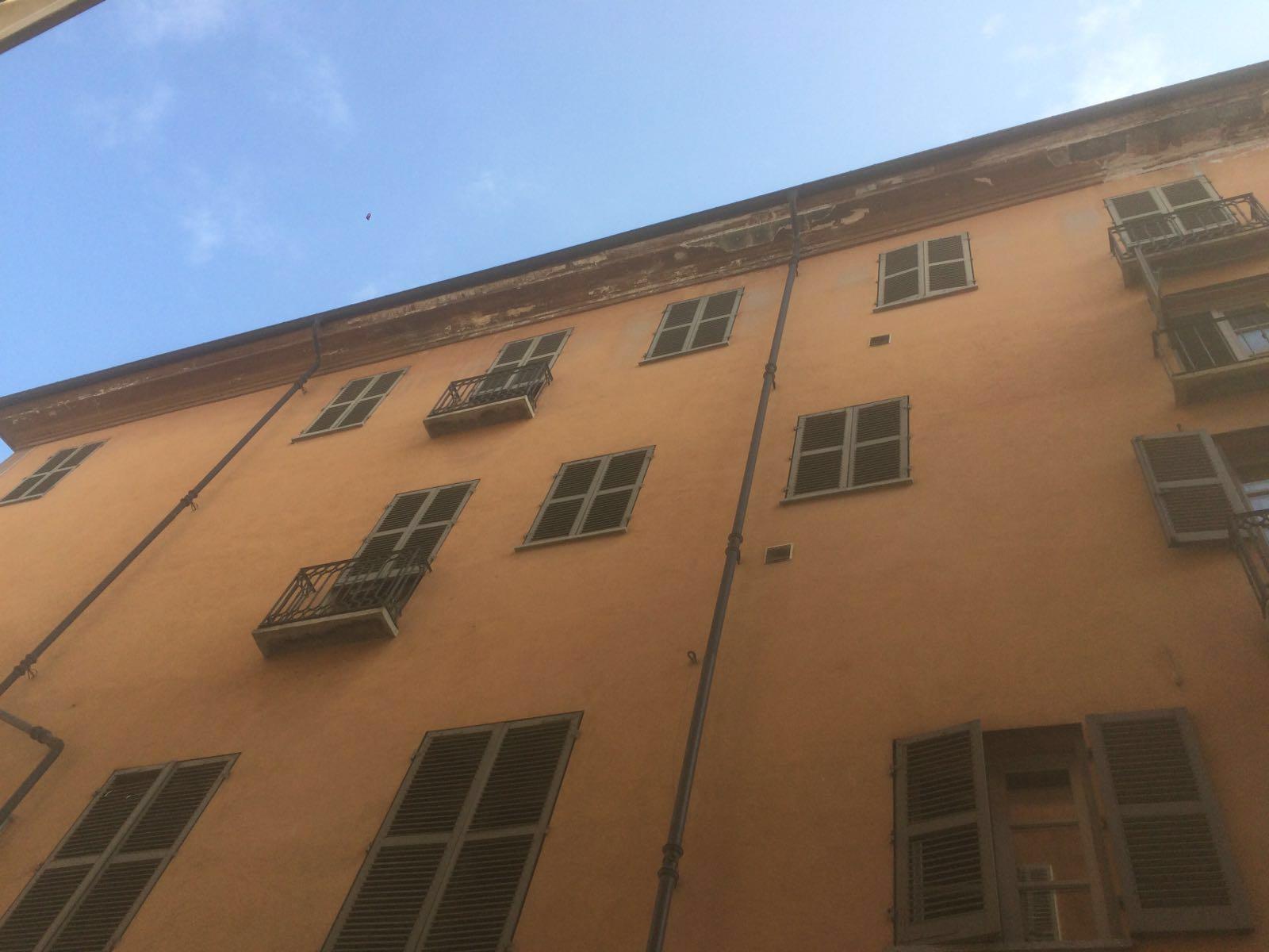La Guida - Contrada Mondovì, chiusura per calcinacci