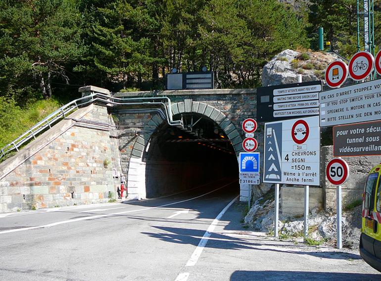 La Guida - Tunnel di Tenda chiuso per un guasto agli impianti tecnologici