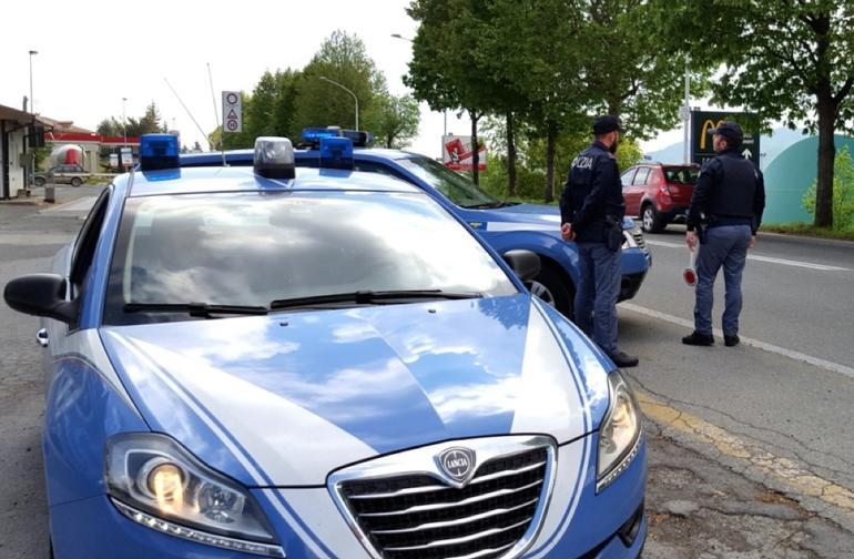 """La Guida - Controlli della Polizia nelle scuole della Granda, """"pizzicato"""" un giovane"""