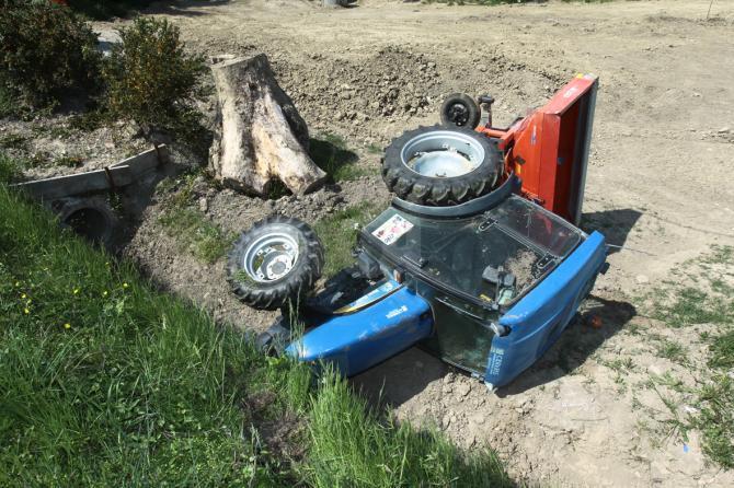 La Guida - Anziano travolto dal trattore a Monforte d'Alba, è grave