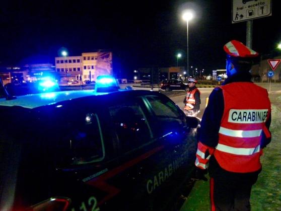 La Guida - Auto con lampeggianti, nei guai due giovani in alta Langa