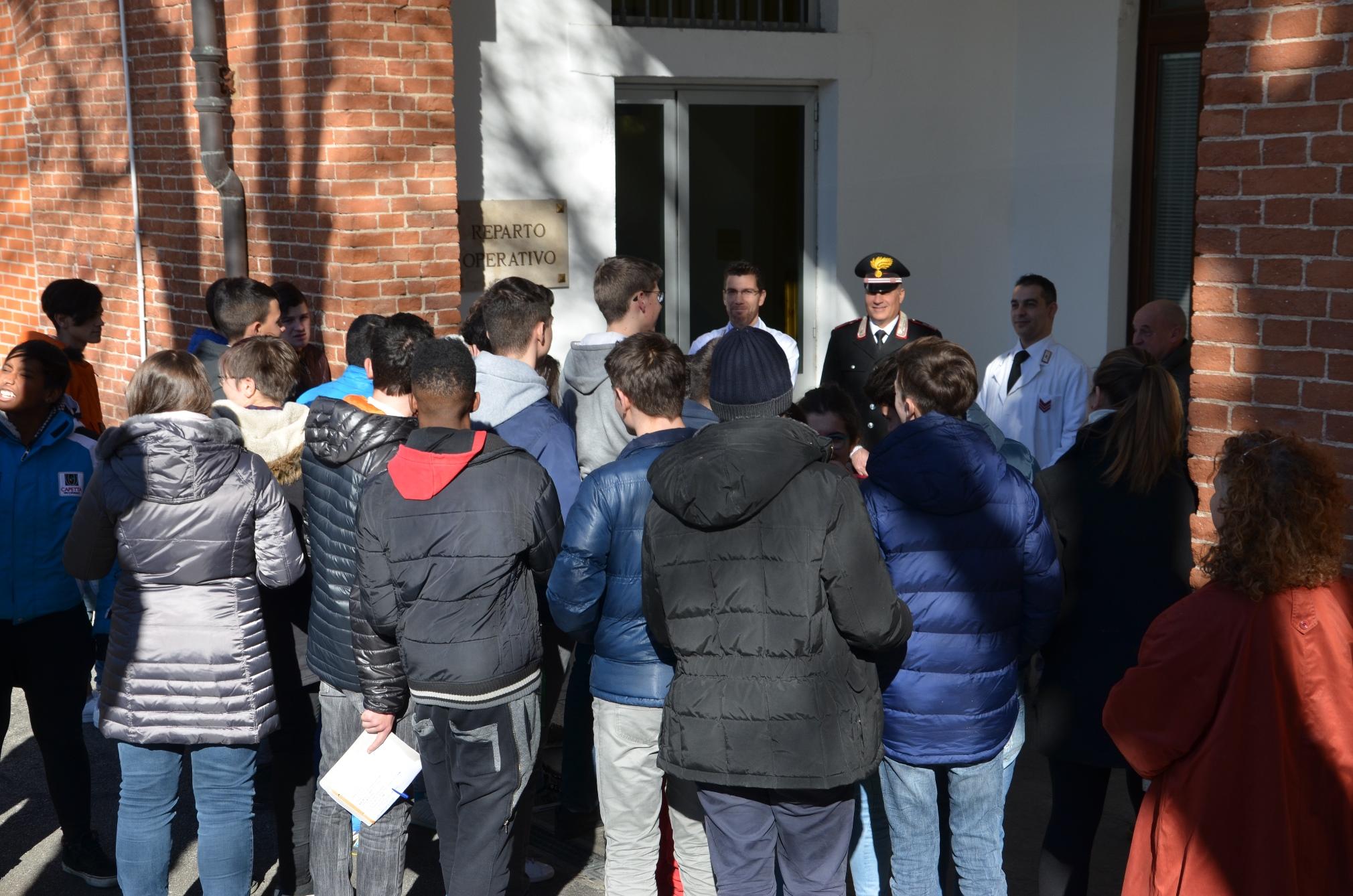 La Guida - Ragazzi a scuola dai Carabinieri