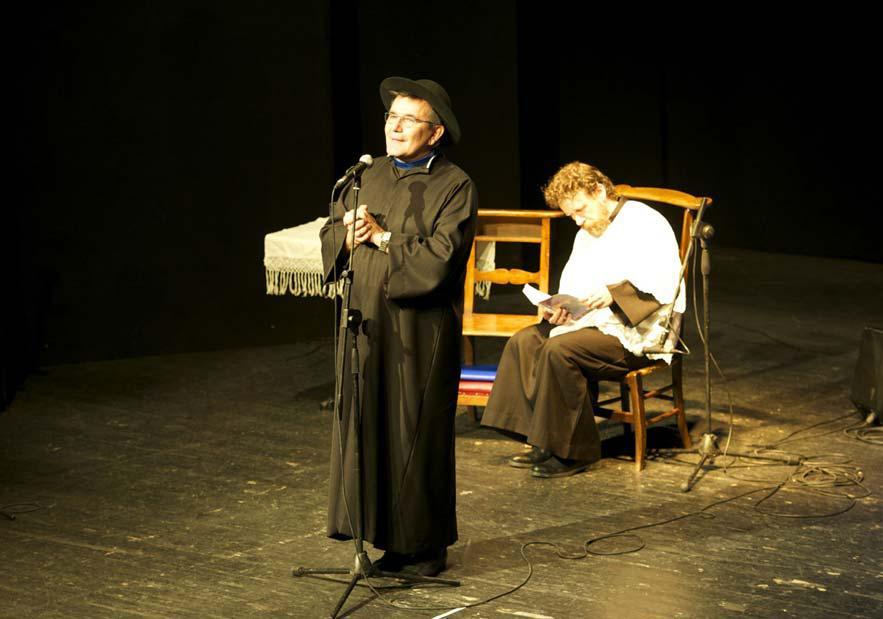 La Guida - Padre Filip e Luca il Chierichetto all'Annunziata