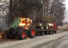 La Guida - Trattore in fiamme lungo la strada a San Pietro del Gallo