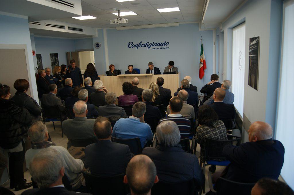 Sala gremita di pubblico per l'inaugurazione degli uffici di Confartigianato a Dogliani