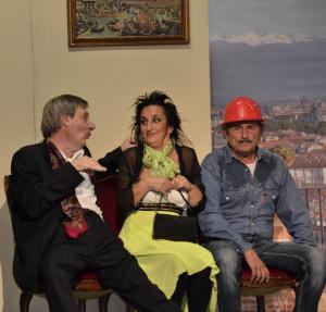 """Alcuni attori della Compagnia """"Siparietto di San Matteo"""" in scena"""