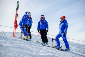 Marta Bassino in allenamento a Prato Nevoso si confronta con gli allenatori