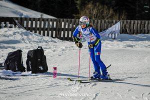 Marta Bassino in allenamento a Prato Nevoso in un momento di pausa al termine di una discesa