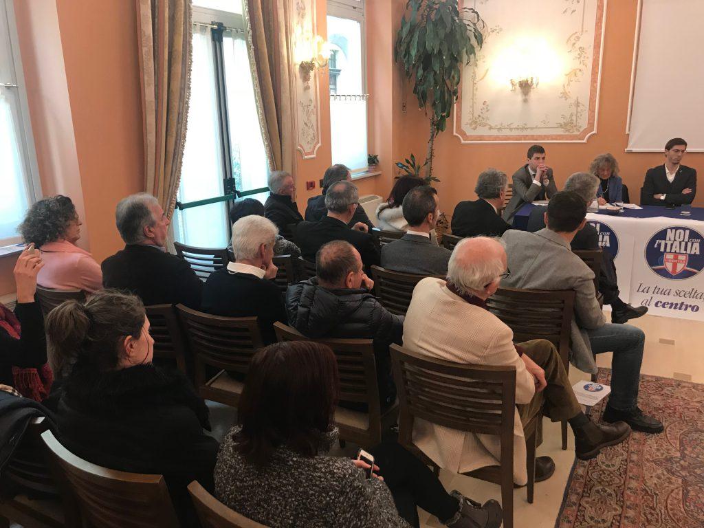 Il pubblico alla presentazione dei candidati Pd a Cuneo.