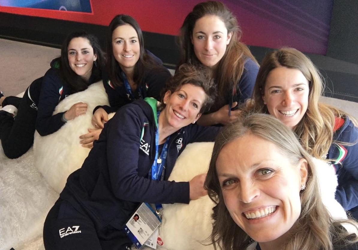 Selfie per le atlete della nazionale italiana di sci alpino