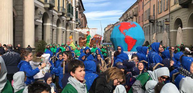 La Guida - Cuneo, 2.700 bambini mascherati invadono la città
