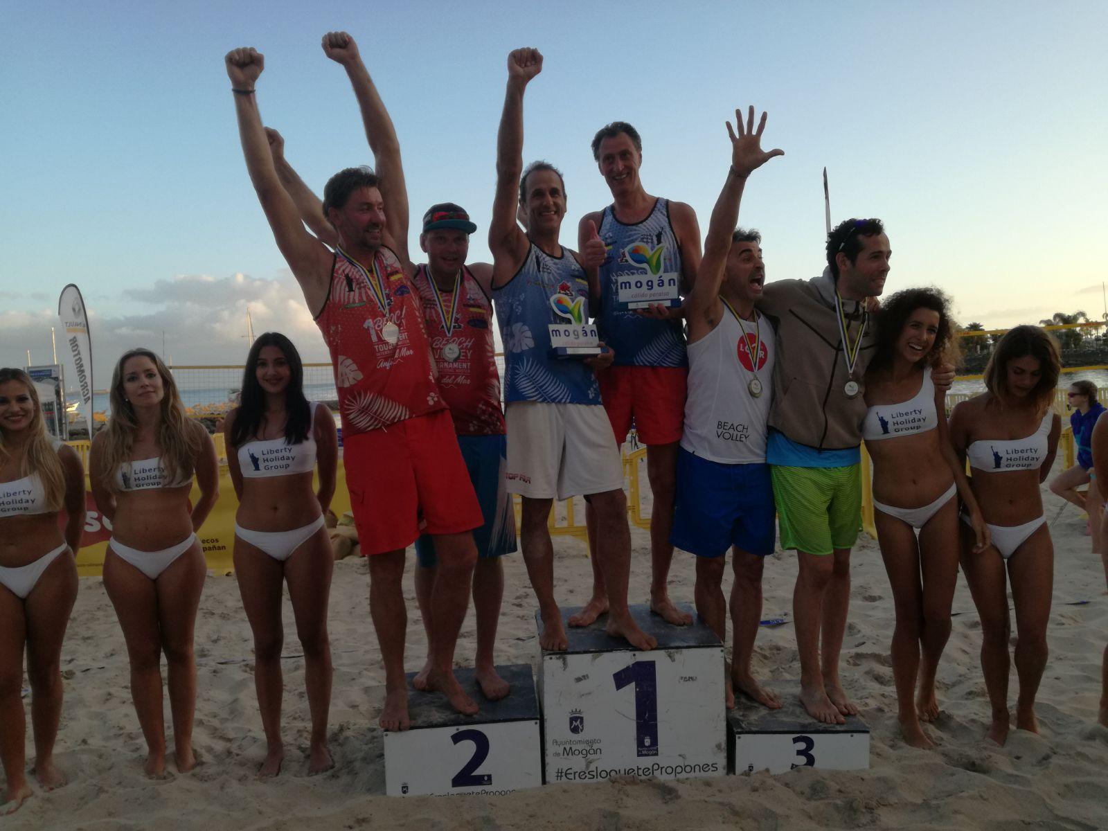 Il podio finale del torneo Master di beach volley