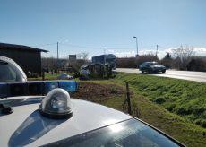 La Guida - Camion fuori strada a Pollenzo, strada chiusa