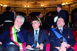 Il sindaco di Cuneo Federico Borgna con l'assessore regionale Giovanni Maria Ferraris e il comandante di Cuneo Davide Bernardi
