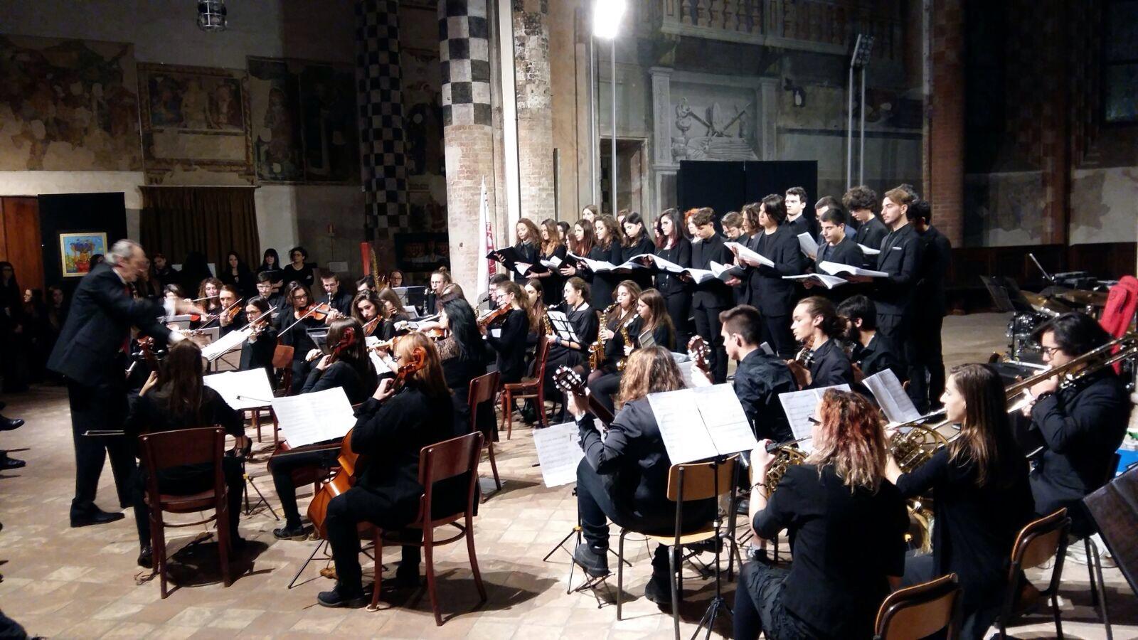 """Il Coro e l'Orchestra del Liceo Musicale """"Ego Bianchi"""""""