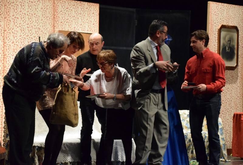 """Una scena della commedia """"Strì"""" del Nostro Teatro di Sinio"""