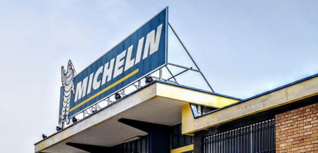 La Guida - Un punto Amazon all'ingresso della Michelin a Ronchi