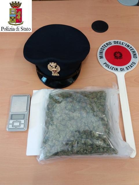 Il sacchetto contenente lo stupefacente sequestrato