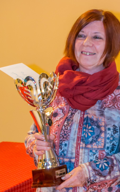 Donatella Fenoglio con la coppa in mano