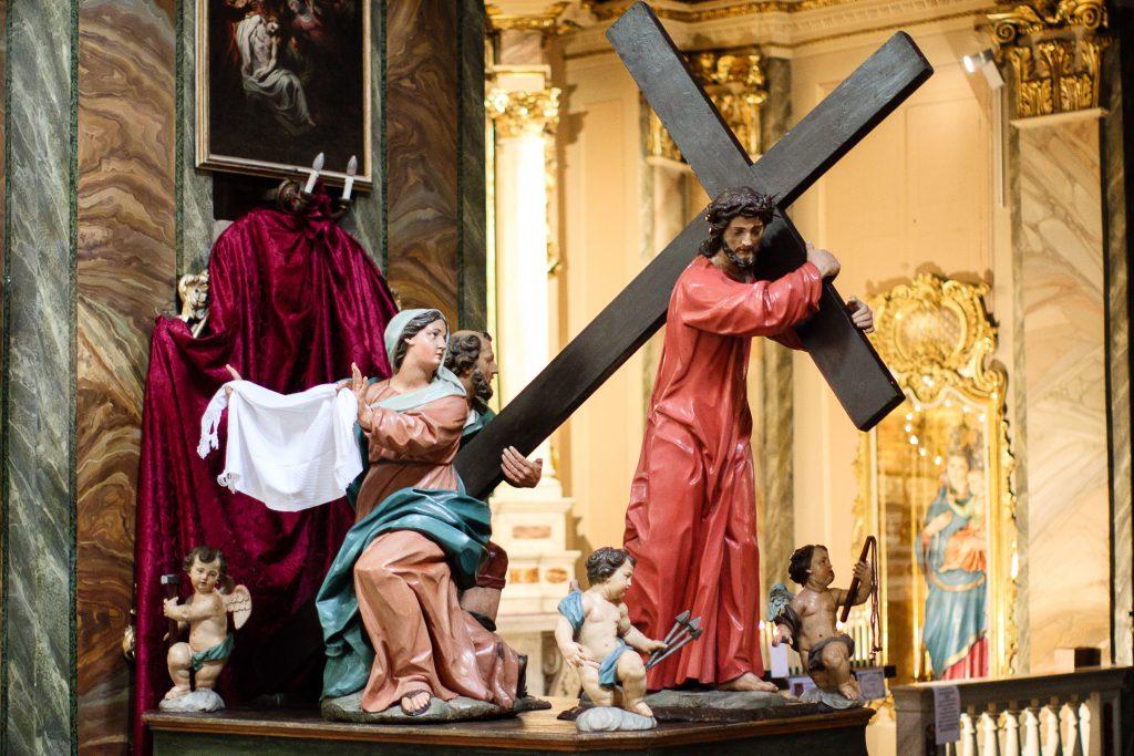 Il gruppo ligneo del Cristo che porta la croce
