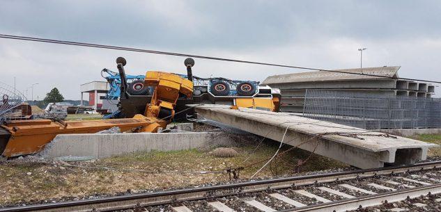 La Guida - Un treno deraglia a Trinità sulla Torino-Savona