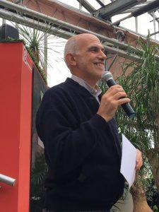Padre Aurelio Gazzera durante la presentazione del suo libro